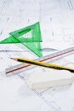 Bauplan mit Machthaber, Bleistift und gesetztem Quadrat. Stockfotos