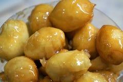 baursaki, bolos caseiros com mel imagens de stock