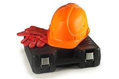 Bauschen Sie sich für Werkzeuge, Bausturzhelm und Schutzhandschuhe Stockfotografie
