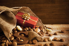 Bauschen Sie sich mit Festlichkeiten, für traditionellen niederländischen Feiertag 'Sinterklaas' Stockfoto
