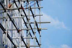 Bauseite, das Stahlrohrbaugerüst sind Lizenzfreie Stockfotos