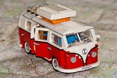 Baustein-Wohnwagen auf einer Karte Lizenzfreies Stockbild