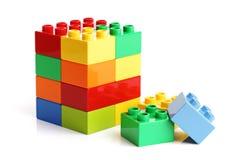 Bausteine auf einem weißen Hintergrund Stockfotografie