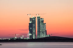 Baustelle in Abu Dhabi an der Dämmerung Lizenzfreie Stockbilder