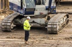 Baustelle-Arbeitskraft, die Driebergen-Station nennt Stockfotografie