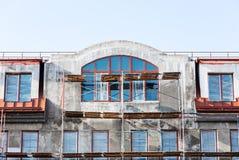 Baustelle des neuen Wohngebäudes mit Stockbild