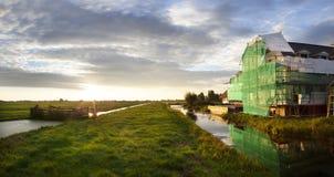 Baustelle in einer niederländischen Polderlandschaft stockfoto