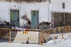 Baustelle in einer Straße in Spanien stockbild