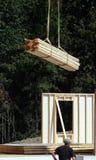Baustelle - fallende Vorstände des Kranes lizenzfreies stockfoto