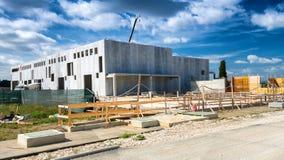 Baustelle im Bau Die goldene Taste oder Erreichen für den Himmel zum Eigenheimbesitze Lizenzfreies Stockfoto