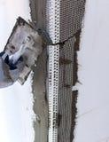 Baustelle - Installierung der Außenisolierung stockfotografie