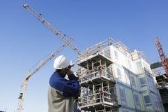 Baustelle mit Arbeitskräften Stockbild