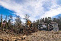 Baustelle mit den neuen Häusern im Bau lizenzfreie stockbilder