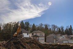 Baustelle mit den neuen Häusern im Bau stockfotos