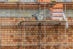 Baustelle mit hohler Lehmblockwand Stockfotografie
