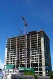 Baustelle mit Kran und Gebäude Lizenzfreies Stockfoto