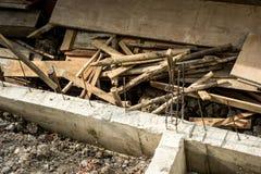 Baustelle mit Stapel der hölzernen Platte Stockfotografie