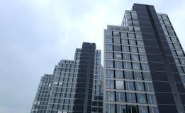 Baustelle mit Turmkran über blauem Himmel am 6. Oktober 2014 Sofia, Bulgarien Stockfotografie