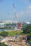 Baustelle mit Turmkranen Stockfotos