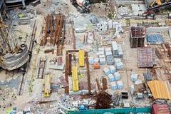 Baustelle mit vielen Ausrüstung und Abfall Lizenzfreies Stockbild