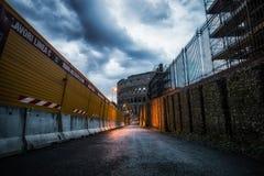 Baustelle und Colosseum Stockfotografie