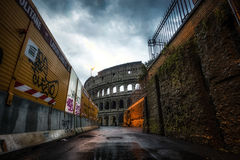 Baustelle und Colosseum Stockbild