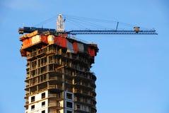 Baustelle unter blauem Himmel Stockbilder
