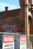Baustelle-WARNING-und Gefahren-Zeichen Stockfoto
