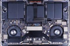 Baute einen Laptop auseinander lizenzfreie stockfotografie
