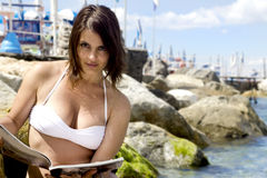 Bautiful girl reading something at the beach Royalty Free Stock Images