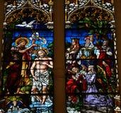 Bautismo de Jesús de San Juan - vitral en Burgos Cathedr imágenes de archivo libres de regalías