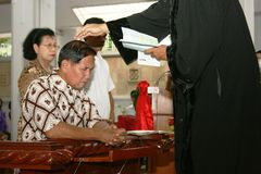 Bautizado en iglesia católica Fotografía de archivo