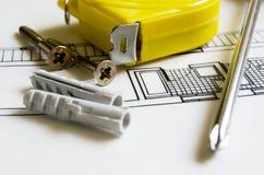 Bauvorhaben und Hilfsmittel Stockbilder