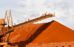 Bauxietmijnbouw royalty-vrije stock afbeelding