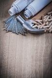 Bauzeichnungen hämmern Holzbearbeitungsdübel und rostfreies Na Lizenzfreie Stockfotos