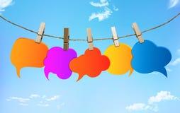 Bavardage Couleurs de bulle de la parole diverses Parler et communication de broutement R?seau social l'information Groupe de bal illustration de vecteur