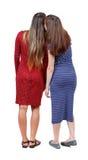 Bavardage d'amie de deux jeunes femmes Images stock