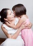 Bavardage de grand-mère et de petite-fille Image libre de droits