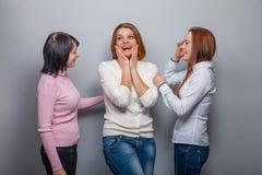 Bavardage femelle de fille de trois de femme amies de femme Images stock