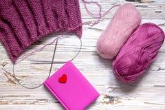 Bavardez le bloc-notes chaud rose fait main d'écharpe de chandail d'hiver de vintage Photo stock