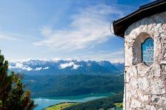 _ bavarianstadebersberg avlägsen för horisont för liggande för berg för munich inte sight för torn hålla ögonen på Royaltyfria Bilder