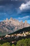 Bavella-Berge und Zonza-Dorf, Korsika, Frankreich Stockbild
