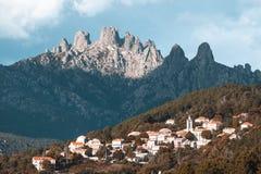 Bavella-Berge und Zonza-Dorf, Korsika-Insel, Frankreich Lizenzfreie Stockfotografie