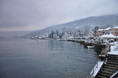 Baveno Lago Maggiore i vinter fotografering för bildbyråer