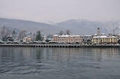 Baveno Lago Maggiore i vinter royaltyfria foton