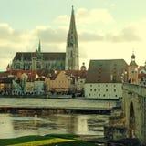 Baviera, Alemania y el río Danubio de Regensburg imagenes de archivo