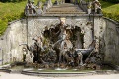 Baviera del palacio de Linderhof de la fuente Imágenes de archivo libres de regalías