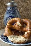 Bawarska chlebowa specjalno??: Laugenbrezeln fotografia stock