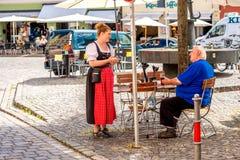 Bawarska kelnerka outdoors Obraz Royalty Free