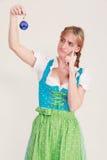 Bawarska kobieta wątpienia o twój Bożenarodzeniowych dekoracjach zdjęcia stock